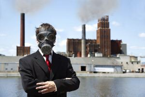 mascara_air_pollution_man_wearing_gas_mask