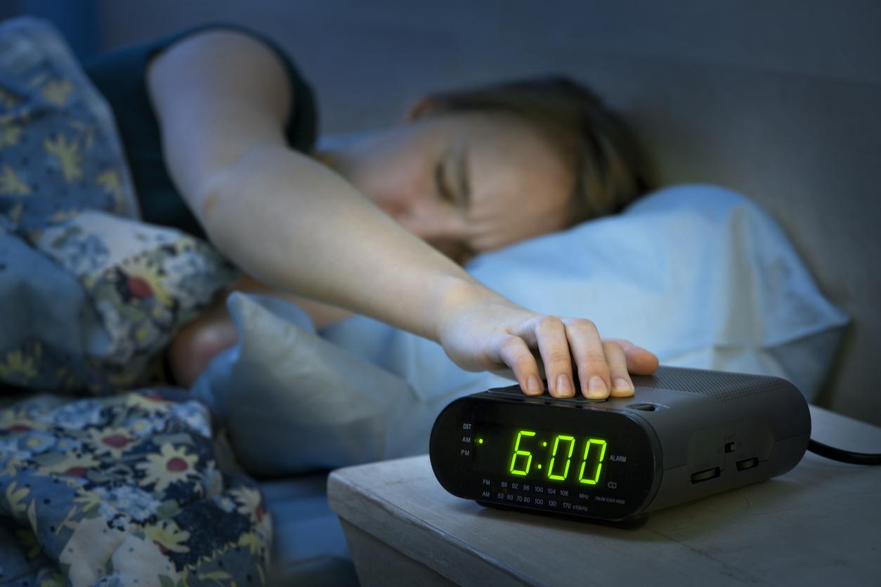 Un despertador no entiende por qué se enfadan con él si ha sonado justo a la hora que le habían dicho