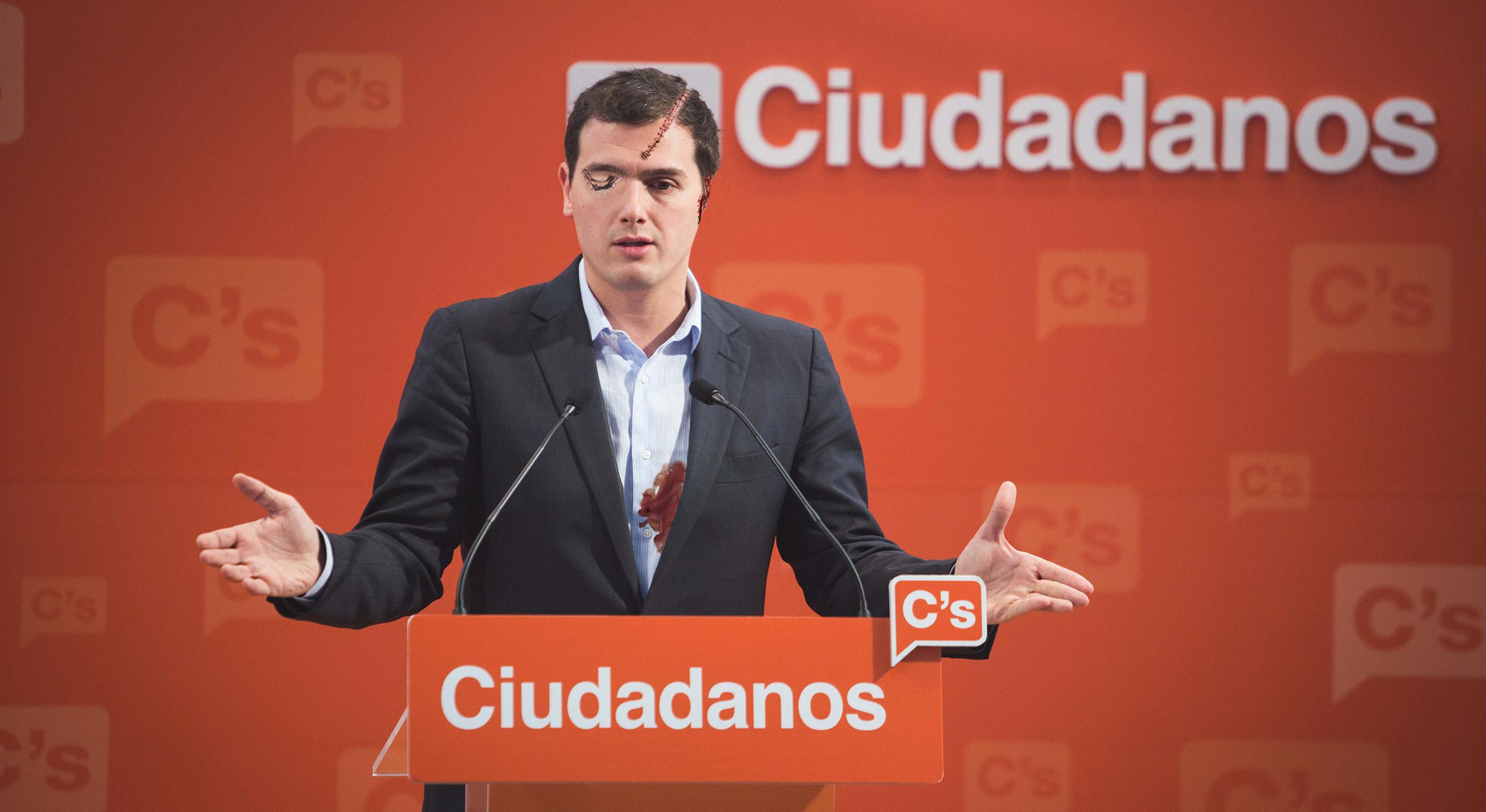 Albert Rivera comparece lleno de sangre y cicatrices y anuncia que se ha extirpado todo lo catalán que quedaba en él