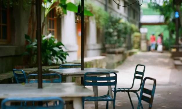 Wait to be seated – Kodak Ektar 100 (120)