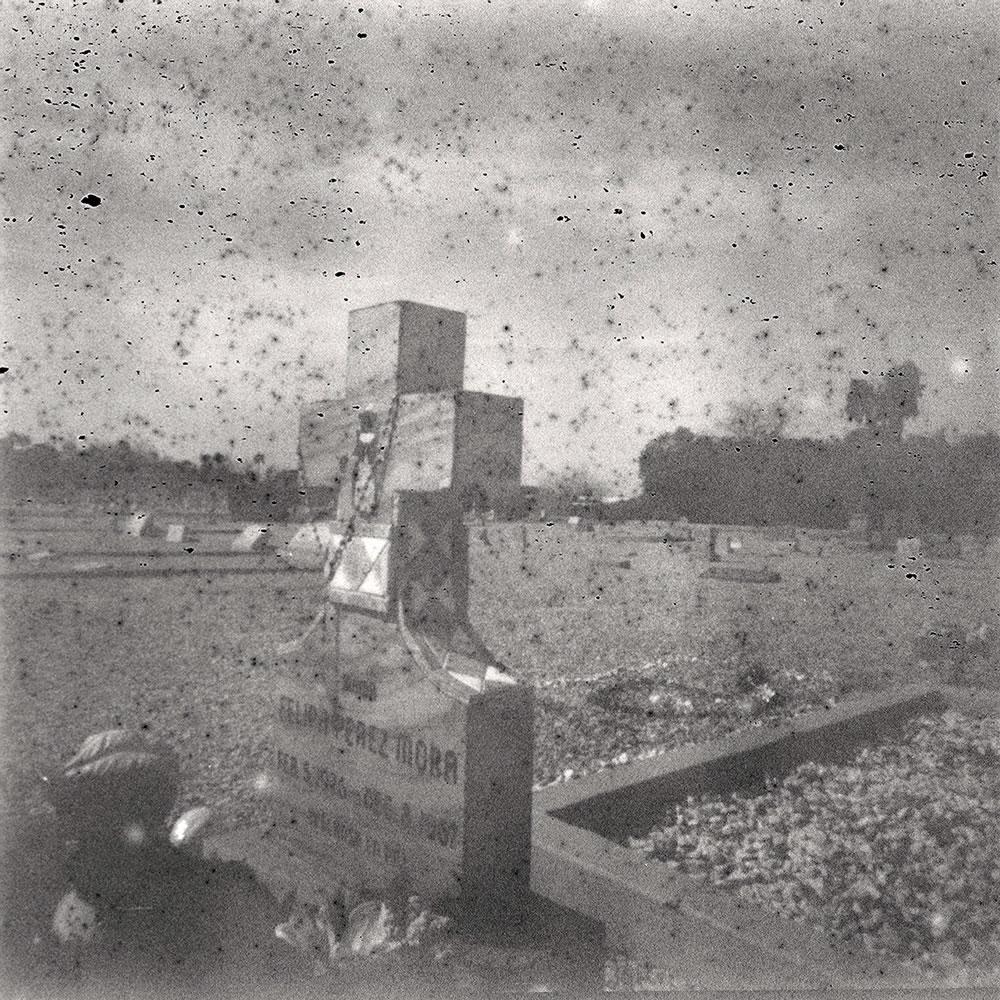 'Expert' black and white (expired 1948) - Holga 120 CFN