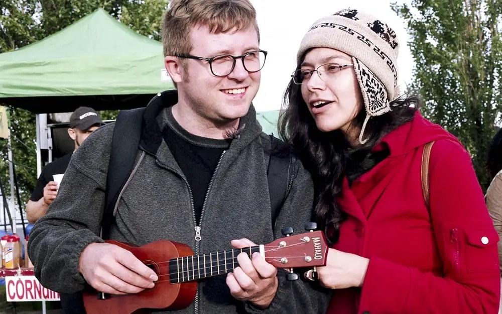 EuroFest - A couple playing uke at EuroFest 2016. Canon AE-1, Agfa Vista 400 Plus