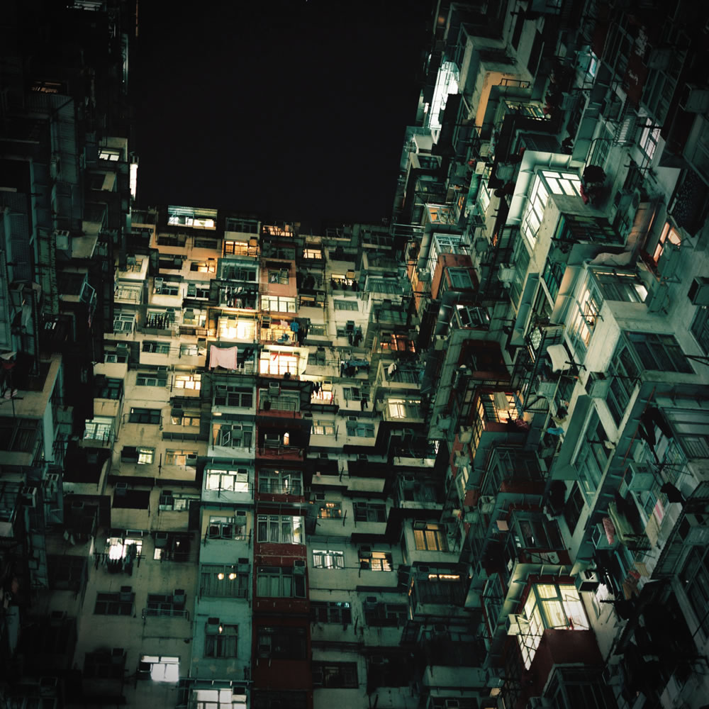 Tai Koo building - Kodak Portra 800 - Mamiya6 75mm f3.5