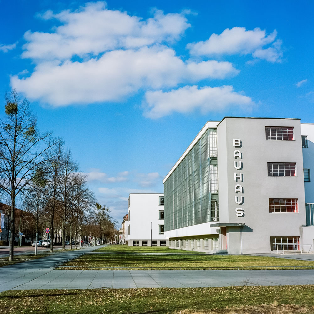 The Bauhaus building in Dessau-Roßlau, architecture: Walter Gropius / photo: Sam Sanchez, 2017. © Sam Sanchez.