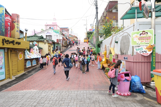 best-of-korea-food-and-culture-incheon-songwol-dong-fairytale-village-review-enabalista_0036