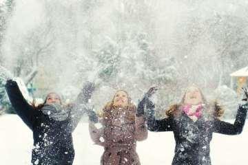 φιλία γυναίκες χιόνι