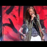 [VIDEO] Steven Tyler Performs 'Red, White & You'