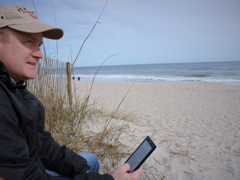 a gift of time - reading at the beach - encourage your spouse