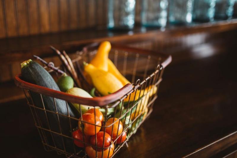 mellanmålstips bild på korg med frukter