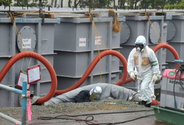 A worker walks in front of water tanks at Tokyo Electric Power Company's (TEPCO) tsunami-crippled Fukushima Daiichi nuclear power plant in Fukushima prefecture in this June 12, 2013 file photo. High levels of a toxic substance called strontium-90 have been found in groundwater at the devastated Fukushima nuclear power plant in Japan, the utility that operates the facility said on Wednesday. Testing of groundwater outside the turbine building of reactor No. 2 had shown the level of strontium-90 had increased by more than 100 times between December 2012 and May this year, Toshihiko Fukuda, a general manager at TEPCO, told a news conference. REUTERS/Noboru Hashimoto