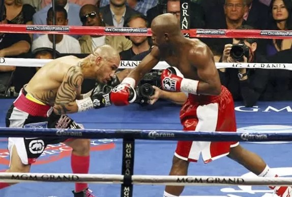 Mayweather vence a Cotto