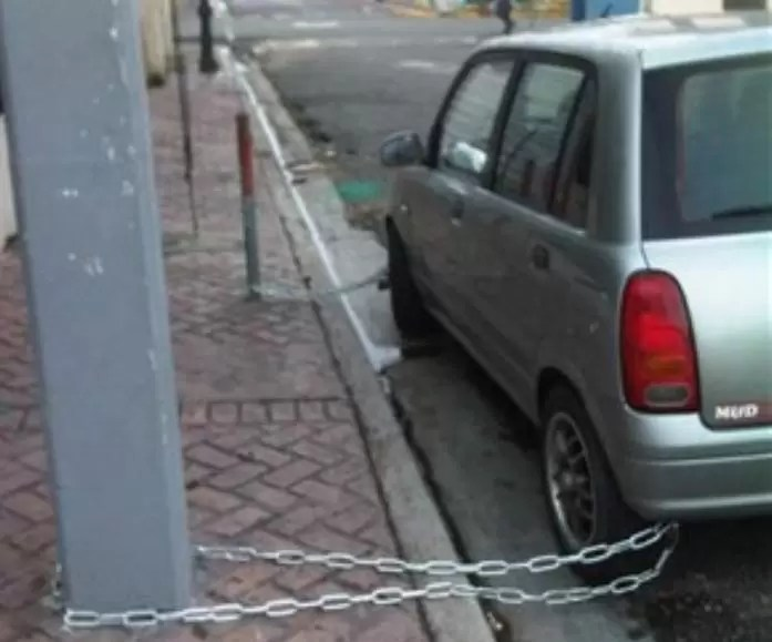 carro encadenado seguridad