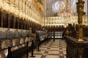 The two-tiered wood Quire