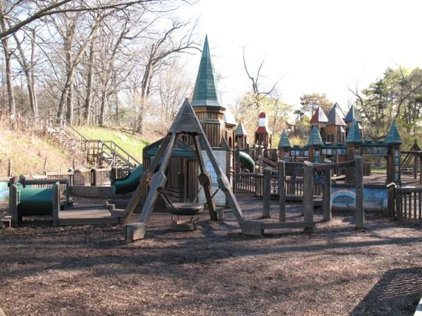 Jamie_Bell_2012_Playground_Castle_1