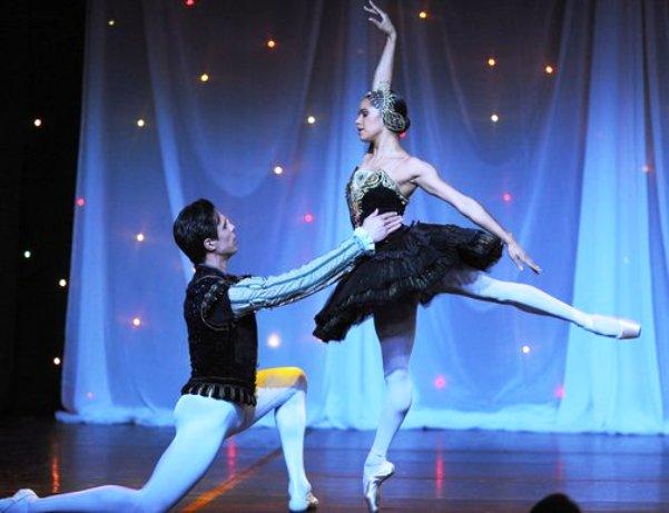 Alexandre Hammond & Misty Copeland performing at American Ballet Theatre Benefit (Photo credits to Vince Bucci & Tom Neerken)