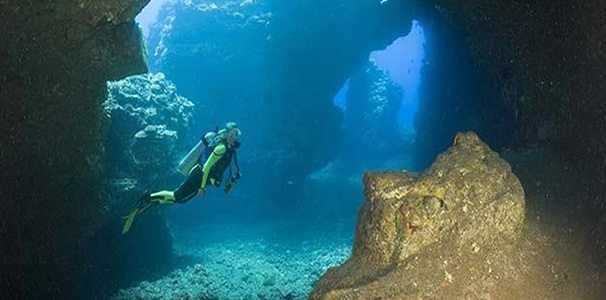 diving-tunnels-beach- Kaua'i-hawaii