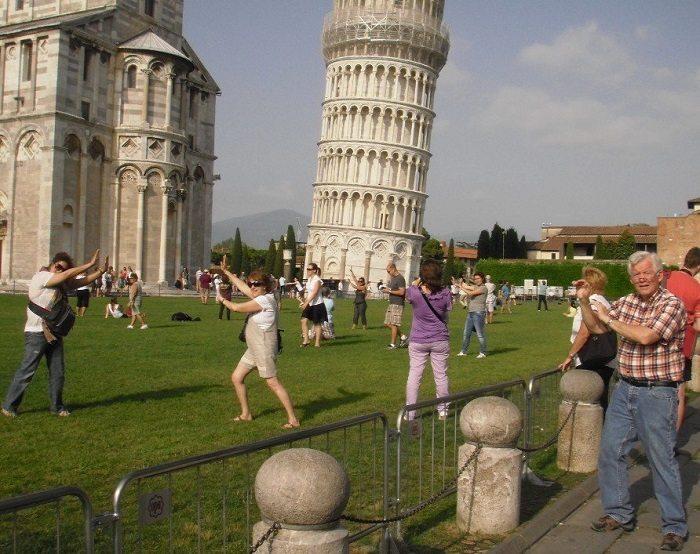 11-hilarious-tourist-photo-fails