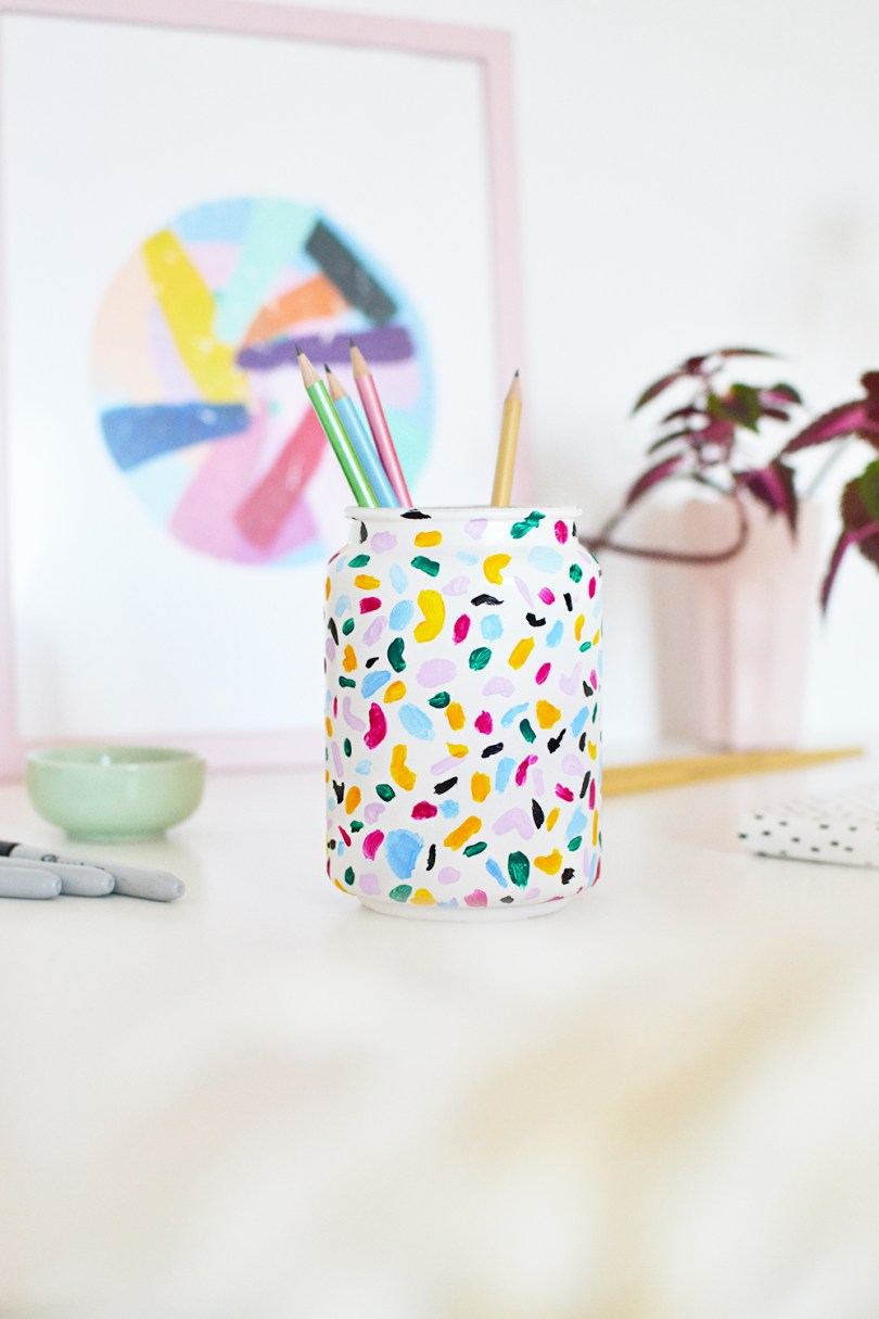 With the terrazzo trend on rise, learn how to emulate it and make a colorful terrazzo pencil holder just under 15 minutes