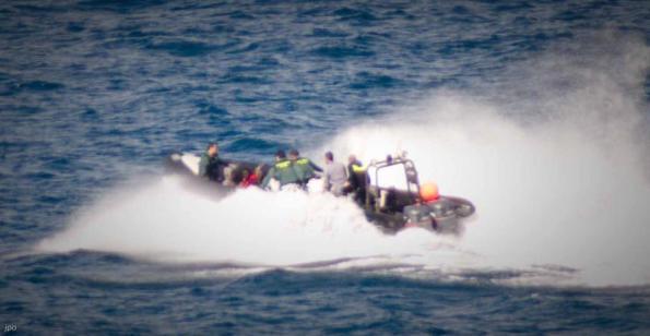 Patrullera de la Guardia Civil trasladando a los migrantes a Marruecos. / J.P