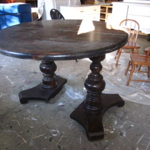 This Week's Find:  Oval Pedestal Dining Table