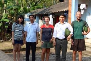 En pleine visite des villages pour créer de nouveaux dossiers de parrainage.