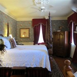 Arrowhead Inn guest room