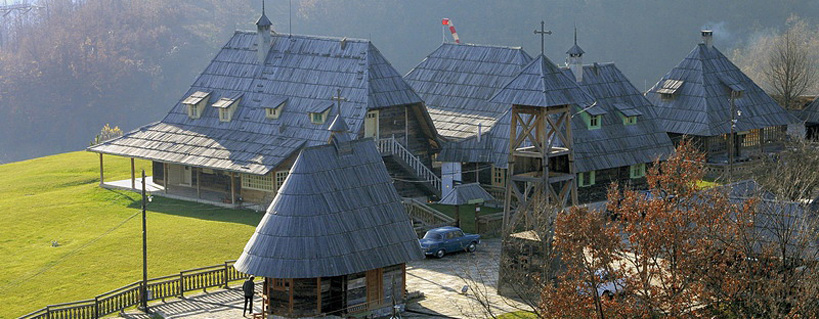 Kustendorf: soggiornare nel villaggio di legno del regista Kusturica