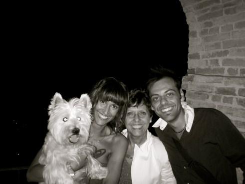 Una bella foto di un paio d'anni fa di Teddy con me, mia mamma e mio fratello in vacanza a Grottammare.