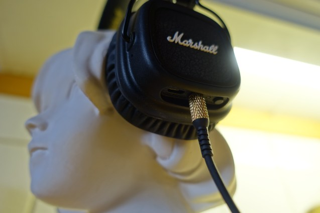 It is also possible to share your music with another set of headphones using a 3.5mm cable, sweet!