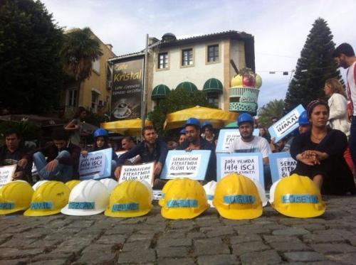 Madende mahsur kalan işçilerin isimleri baretlerin üzerinde   Fotoğraf: @Kolektifler