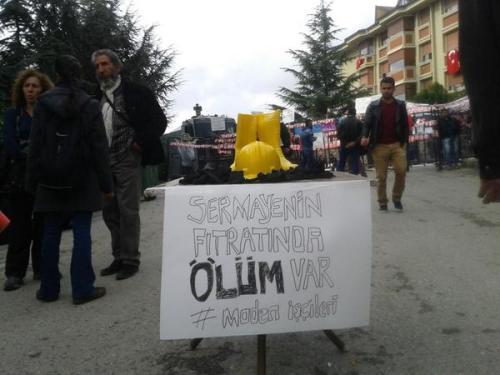 Validebağ eylemciler, mahsur kalan maden işçilerini böyle hatırladı   Fotoğraf: @kadikoyhalkevi