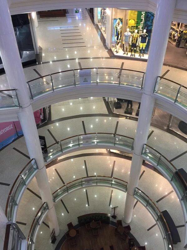 Cevahir Mall closed. Geziciler yüzünden işlerimiz durdu iş yapamaz olduk deyip elinde palalar insanları kovalayan itler nerdeler? #Taksim https://twitter.com/Hayaletett/status/711241534918828032?s=03