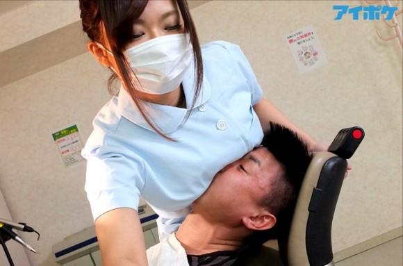 【エロ画像】ワイ、美巨乳歯科医がお乳当ててきて治療中勃起が止まらないwwwwwwwwwwwwwww(画像あり)