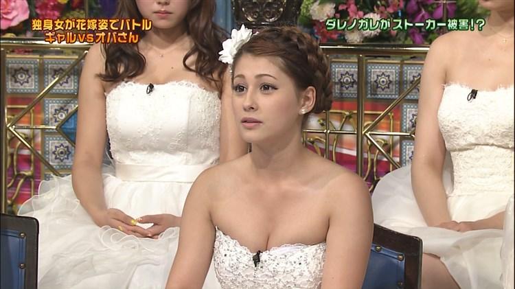 【有名人,素人画像】画像☆ダレノガレ明美さんのウェディングドレスおっ○いが溢れだしそうwwwwwwwwwwwwwww