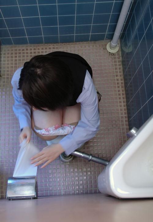 (女子トイレ秘密撮影)これガチで凄いやつだわwwwwwwwwwwwwwwwwww(写真あり)