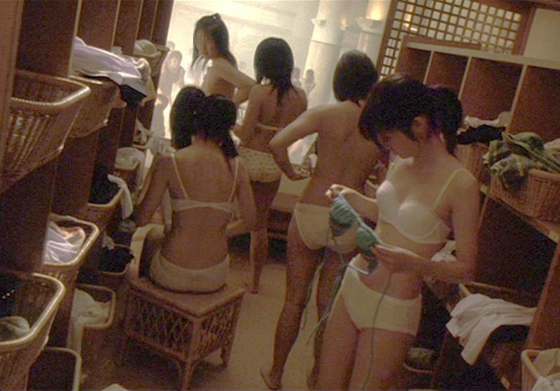(※消去注意)銭湯の女湯脱衣所に仕掛けられた秘密撮影カメラの映像がかなり凄い・・・・・・(写真あり)