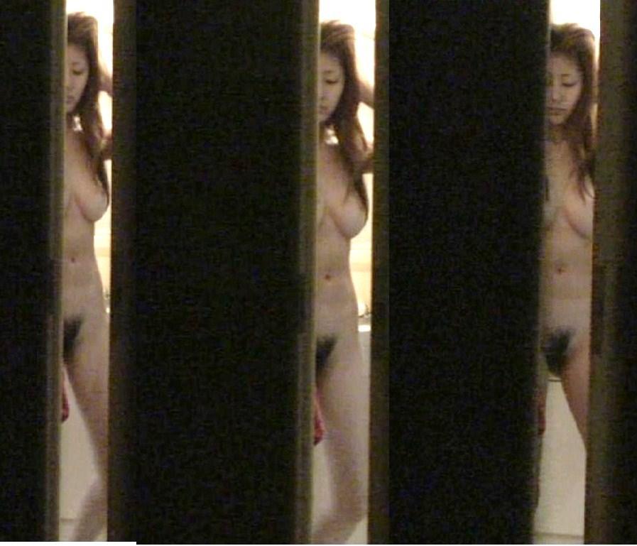 (民家脱衣所秘密撮影えろ写真)お椀型の美美巨乳お乳シロウト小娘を連日オカズにしていますwwwwwwwwww