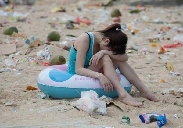 【エロ画像】マナー大国、中国のビーチの様子をご覧ください。(画像13枚)