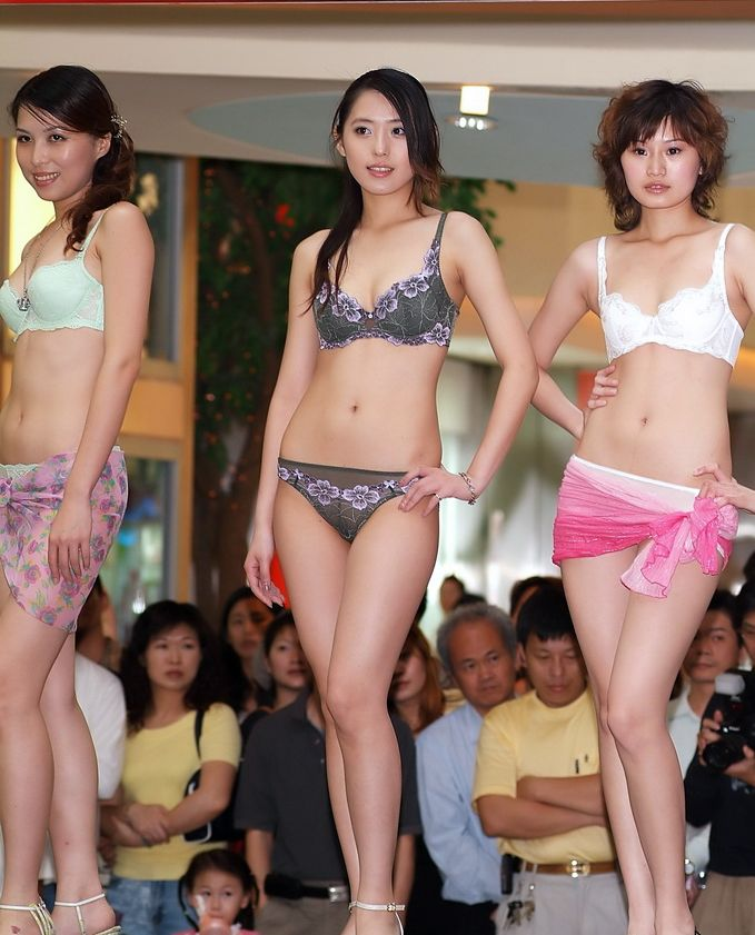 中国人モデルの下着モデルのファッションショー…マン毛透けてるのは気のせいだろうか?wwwwwwwwww(写真あり)