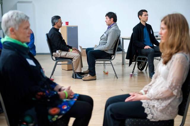 На фото: Холосцендентное медитативное взаимодействие во время мастер-класса Сергея Куприянова по холосценденции на 1-й Интегральной европейской конференции (Будапешт, Венгрия, май 2014)