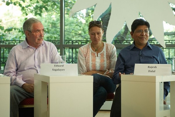Эдуард Сагалаев и Раджеш Далал. Фотография Рауля Скрылева со встречи в Москве, 2012 год
