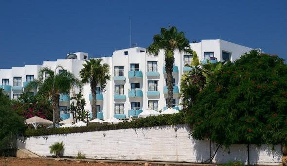 Et idyllisk lite hotell i en stille sidegate av Protaras - eller hvordan det nå var.