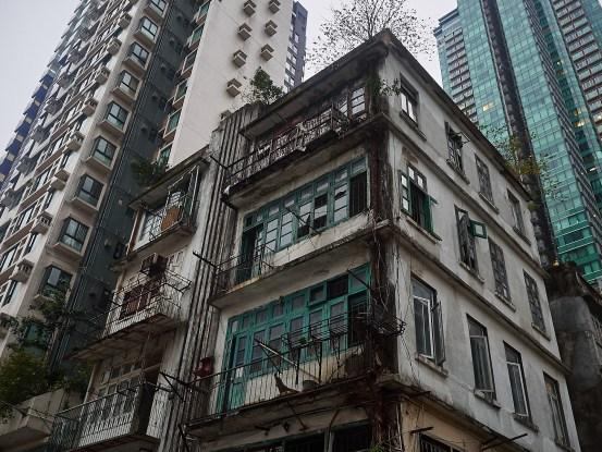Selv om høyhusene begynner å ta over, får gamle bygg fremdeles stå - enn så lenge.