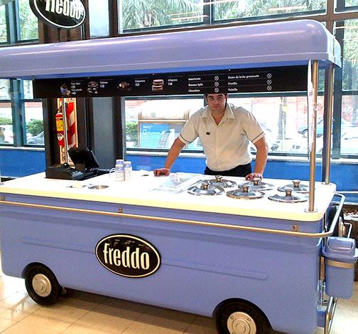 Freddo passa a vender sorvetes em carrinhos