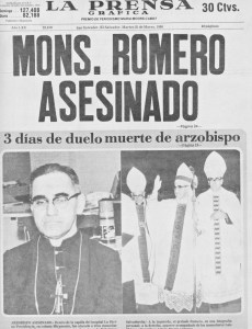 En misa. Esta fue la portada de LA PRENSA GRÁFICA el 25 de marzo de 1980. A Monseñor Óscar Arnulfo Romero lo mataron el 24 de marzo, cuando en la iglesia del Hospital La Divina Providencia oficiaba la misa de aniversario de la muerte de Sara Meardi de Pinto.