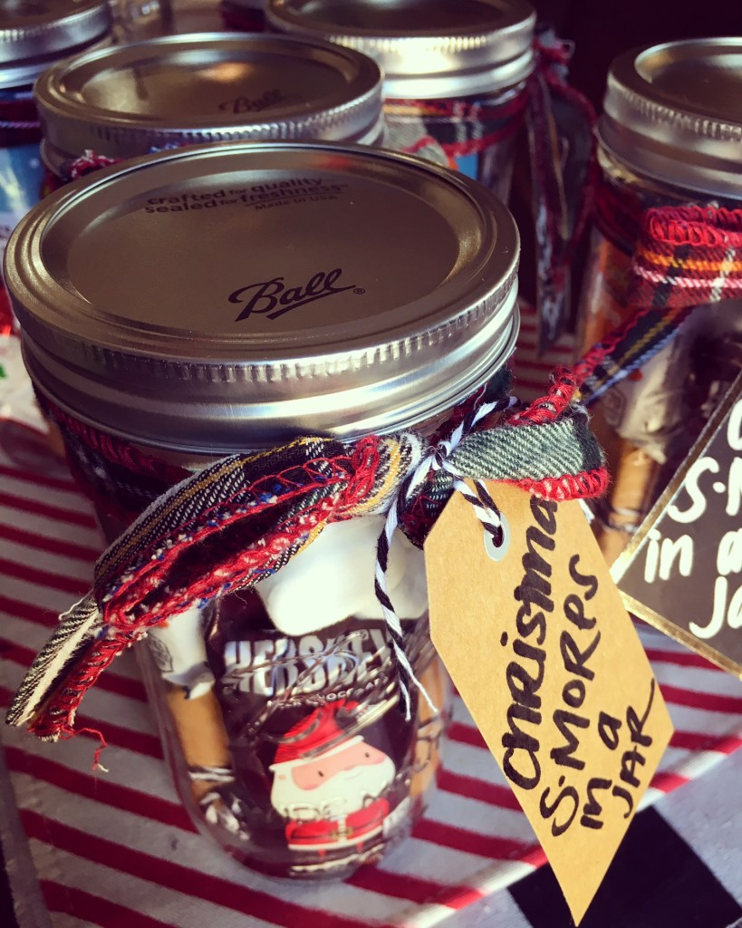 Christmas S'MORES In A Jar | Gift Tutorial