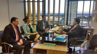 Prefeito Douglas confirma destinação de mais de 2 milhões em verbas parlamentares para o município.