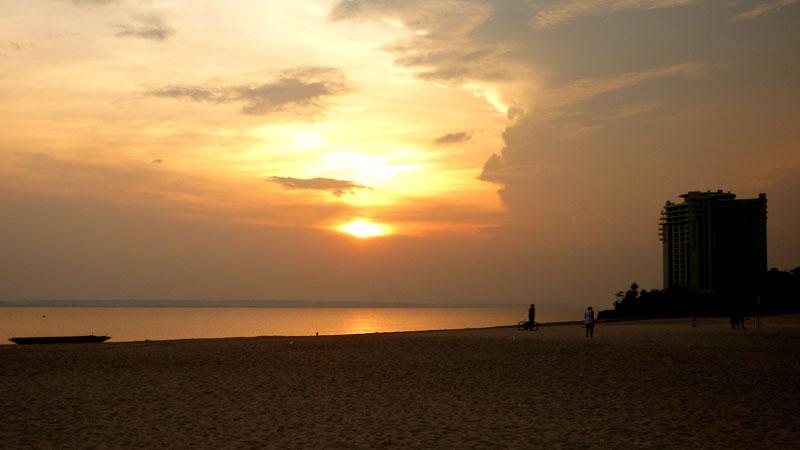 Pôr-do-sol na Praia da Ponta Negra, Manaus (Foto: Esse Mundo É Nosso)