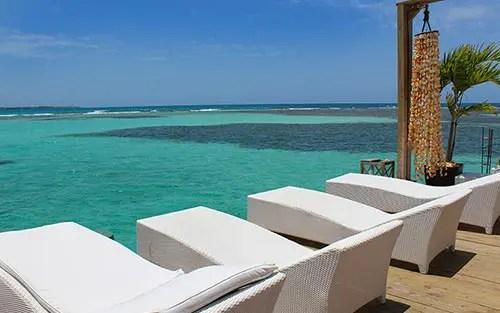 Praia em Santo Domingo: Conheça o paraíso azul de Boca Chica