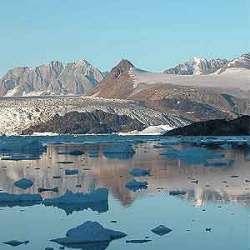 En la imagen, la costa oriental de Groenlandia, con gran cantidad de icebergs flotando. (Foto: Science)